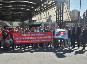 Trabalhadores lutam contra demissões na Editora Abril