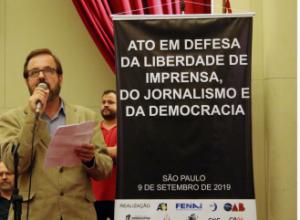 No Ato em Defesa da Liberdade de Imprensa, do Jornalismo e da Democracia, Sindicato reforça os ataques promovidos à imprensa pelo governo