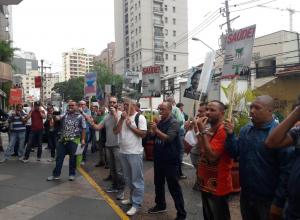 Apitaço em protesto contra o calote da Editora Abril