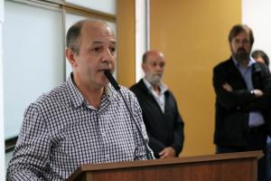 Claudio Soares (ao microfone), da Imesp: proposta de Doria é cheque em branco
