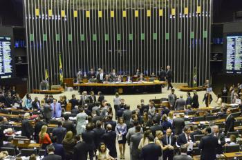 Deputados da oposição buscam revogar a novidade ou garantir mais direitos ao trabalhador intermitente