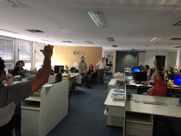 Jornalistas e administrativos aprovam plano de compensação