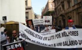 Jornalistas expõem suas reivindicações em manifestações