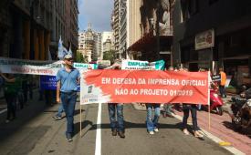 Jornalistas participam de ato em defesa de estatais paulistas, como a IMESP