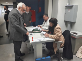 Lourenço Dantas Mota e colegas de redação votando no Grupo Estado. Foto: Flaviana Serafim/SJSP