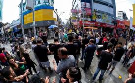 No 7º dia de greve, jornalistas alagoanos fazem passeata no centro de Maceió