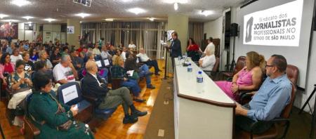 Paulo Zocchi, presidente do SJSP, falou sobre os ataques que a entidade tem sofrido pelas empresas de comunicação e destacou o engajamento histórico do Sindicato no embate pela democracia