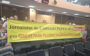 Protesto dos grevistas realizado em abril na Câmara de Campinas. Foto: Marcia Quintanilha/SJSP