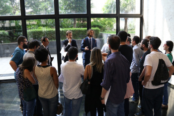 Representantes do Sindicato dialogam com os jornalistas após a audiência no TRT. Foto: Cadu Bazilevski/SJSP