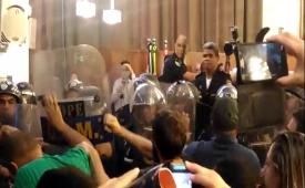 Sindicato dos Jornalistas repudia violência contra servidores municipais